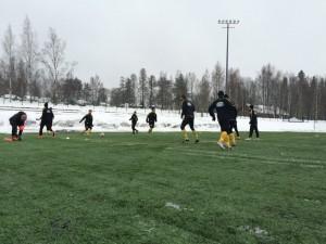 Moni talven harjoitusotteluista pelattiin varsin talvisissa olosuhteissa - niin myös cup-taisto Kasiysi/Rockya vastaan.