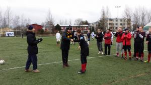 FC KaKe pokkaamassa Harrastesarjan voittopokaalia vuonna 2015
