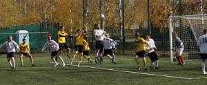 """""""Money shot"""": pallo ja Timo Kinnusen otsa lähestyvät toisiaan vääjäämättä!"""