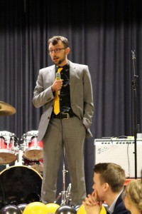Eddie Finch piti puheen Atleticon 25v-juhlissa.