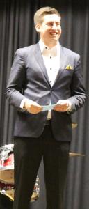 Janne Vottonen vastaanotti pelaajiston kiitoksen 25v-gaalassa.