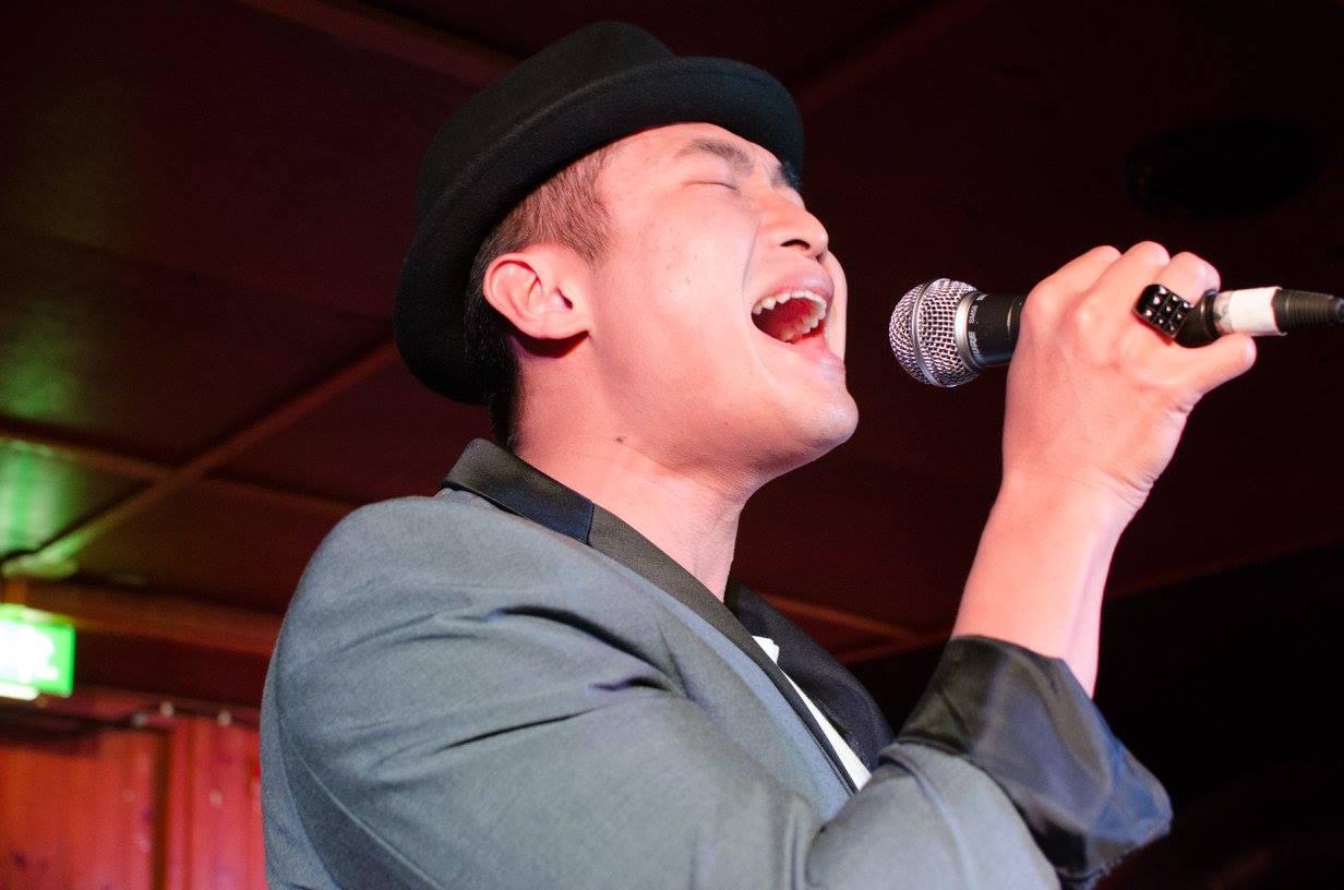 Roni Tranin laulunlahjoja voi tuskin kukaan kiistää. Mies esiintyi samaisilla kolmikymppisillä vuonna 2016.